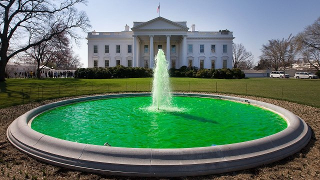 1280px-White_House_fountain_dyed_green_for_Saint_Patrick's_Day_2011
