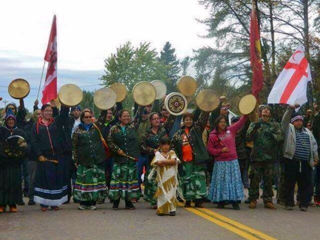 Mikmaq-Women-Face-Police-Elsipogtog-FN