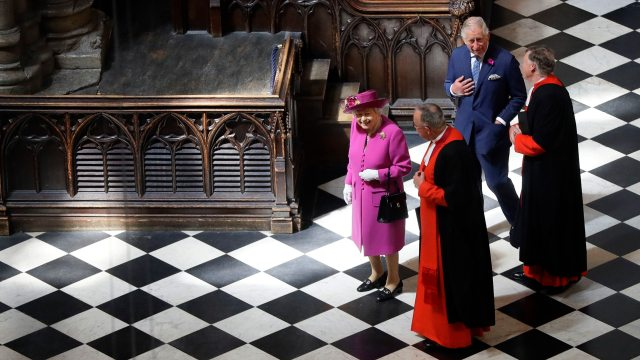 queen-enjoys-double-take-with-elizabeth-i-at-new-westminster-abbey-gallery-136427687495502601-180608150051