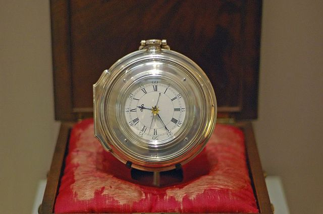 800px-Harrison's_Chronometer_H5